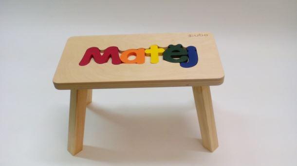 Dřevěná stolička CUBS se JMÉNEM MATĚJ barevná