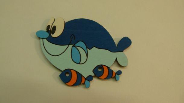 Dřevěná dekorace Velryba s rybičkama 1ks/bal.