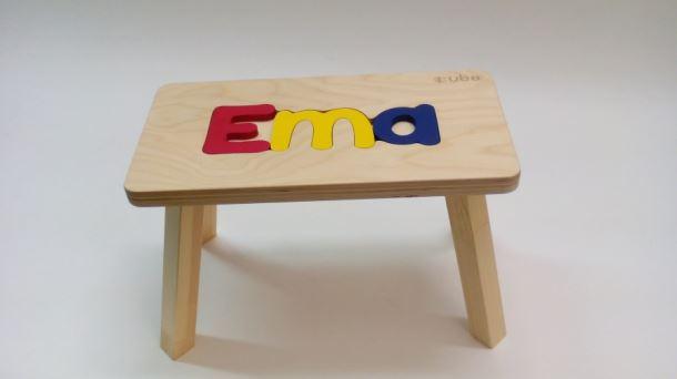 Dřevěná stolička CUBS se JMÉNEM EMA barevná