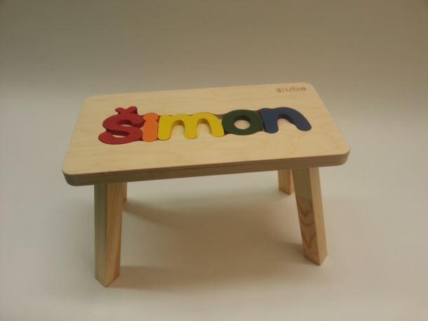 Dřevěná stolička CUBS se JMÉNEM ŠIMON  barevná