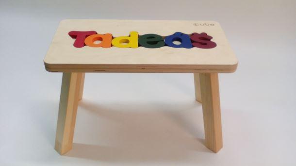Dřevěná stolička CUBS se JMÉNEM TADEÁŠ barevná