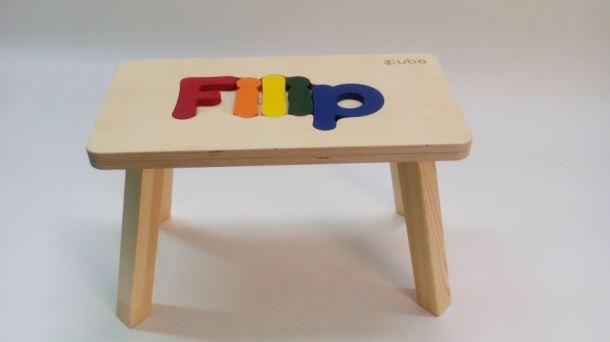 Dřevěná stolička CUBS se JMÉNEM FILIP  barevná