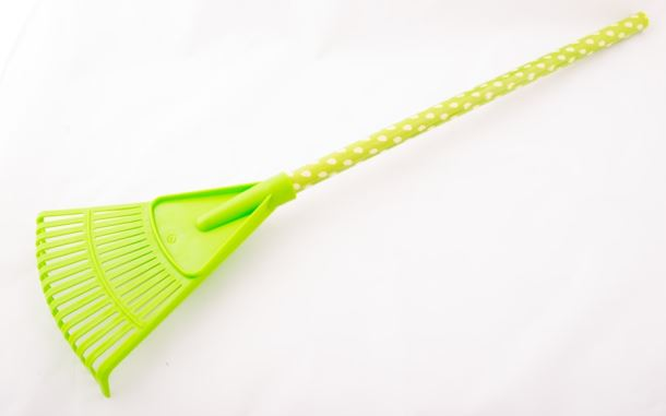 Dětské nářadí HRÁBĚ NA LISTÍ plastové zelené