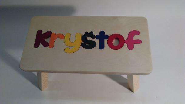 Dřevěná stolička CUBS se JMÉNEM KRYŠTOF barevná