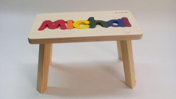 Dřevěná stolička CUBS se JMÉNEM MICHAL barevná