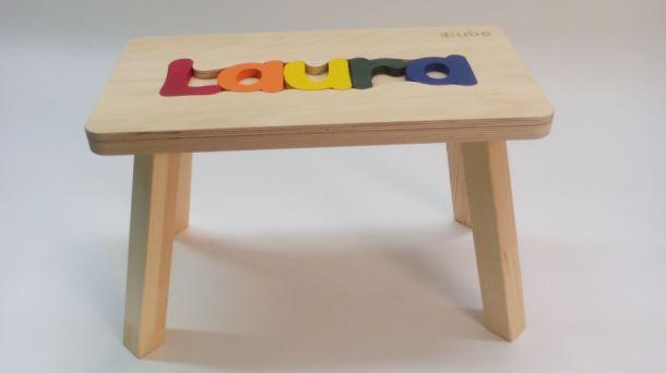 Dřevěná stolička CUBS se JMÉNEM LAURA  barevná