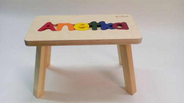 Dřevěná stolička CUBS se JMÉNEM ANETKA  barevná