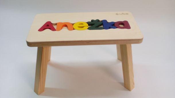 Dřevěná stolička CUBS se JMÉNEM ANEŽKA barevná