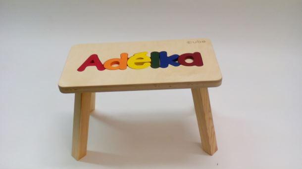 Dřevěná stolička CUBS se JMÉNEM ADÉLKA barevná