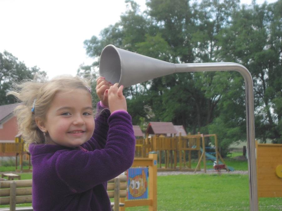 Telefon na dětská hřiště s podzemním kabelem 6m