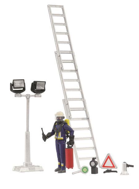 BRUDER - BWORLD Figurka hasič se žebříkem a příslušenstvím