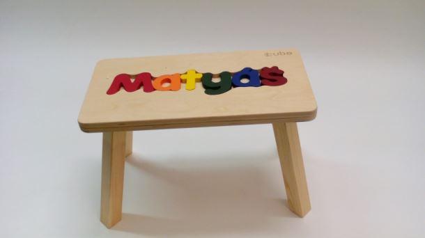 Dřevěná stolička CUBS se JMÉNEM MATYÁŠ barevná