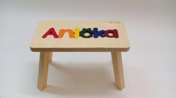 Dřevěná stolička CUBS se JMÉNEM ANIČKA barevná